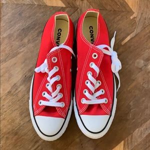 Red converse low tops women's 7.5